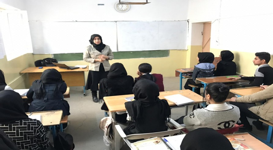 A Lecturer From the University of Zakho Delivers Two Seminars for Sixth Preparatory Students